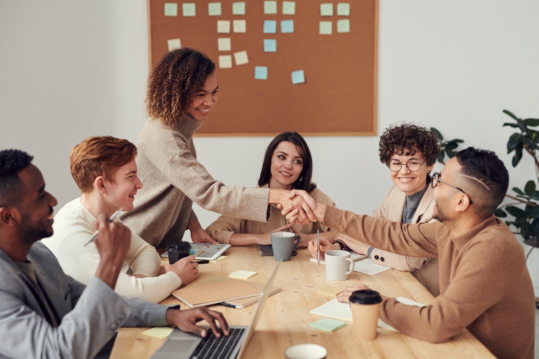 Bisnis Sosial Kembangkan Masyarakat